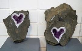 Khối đá chứa hình lạ được trả giá 2,7 tỷ đồng